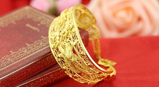 黄金首饰发黑或者发白怎么处理