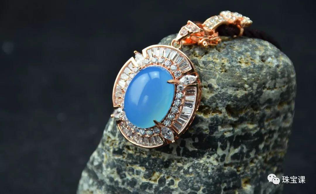宝石是蓝玉髓