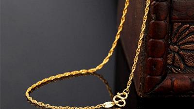 黄金手镯和手链