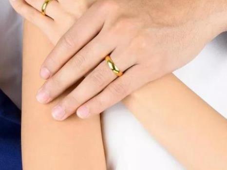 婚戒买黄金还是钻石好?【结婚买钻石婚戒还是黄金婚戒推荐答案】
