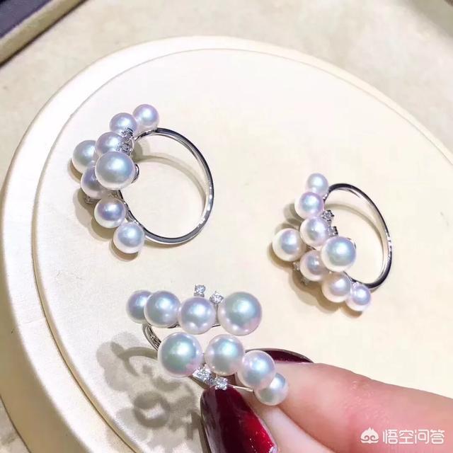 下图为白金海水珍珠钻石戒指