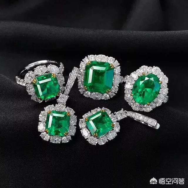 下图为白金碧玺钻石戒指