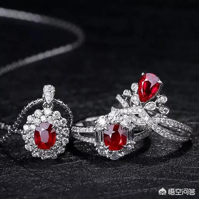 下图为白金红宝石钻石戒指