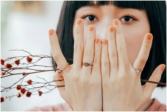 同色系戒指叠戴