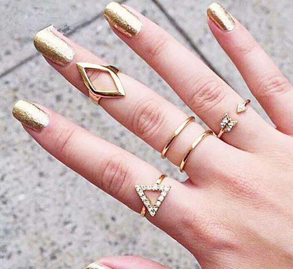 让美甲和戒指一起组CP
