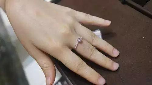 手指短选钻戒