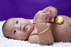 宝宝戴长命锁的讲究?【宝宝戴长命锁戴上取下都有讲究】