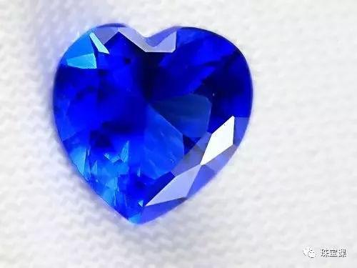 蓝色尖晶石