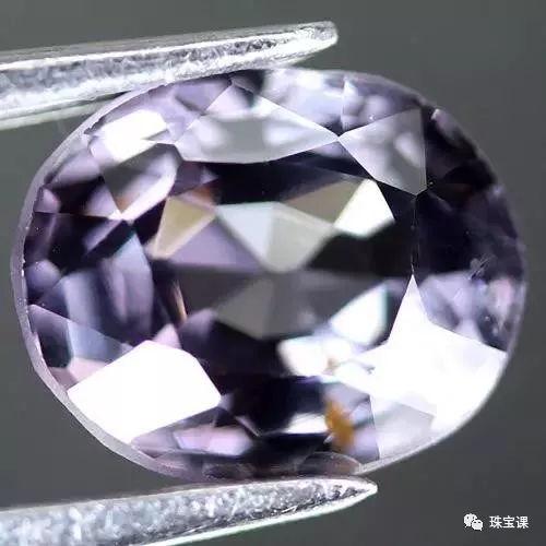 无色尖晶石
