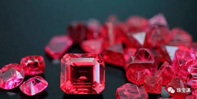 """GIA的宝石学家VincentPardieu把产自缅甸、具有霓虹色调的尖晶石叫做了 """"绝地武士尖晶石"""""""