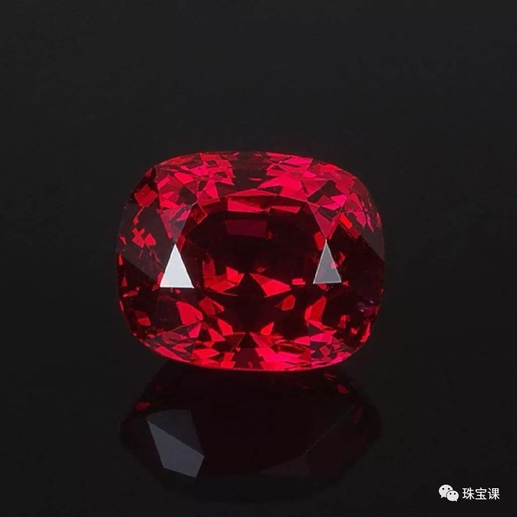 抹谷红尖晶