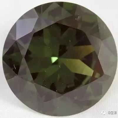 绿色一黑色尖晶石