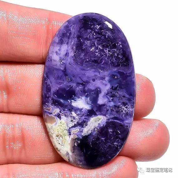 紫色的莫拉多欧泊-高品质的莫拉多欧泊(Morado opal)成品与原石【高品质的莫拉多欧泊图片】