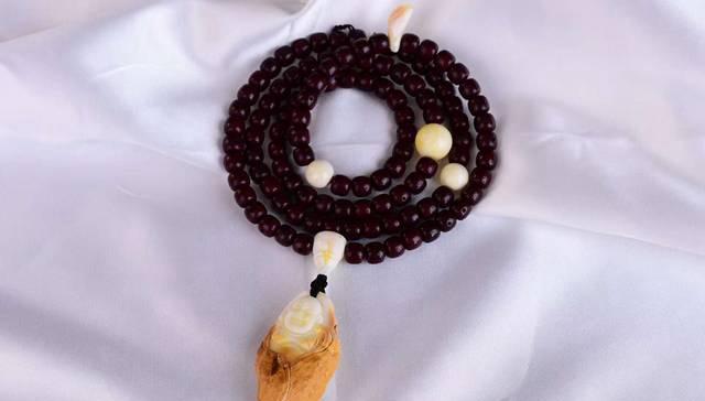 蜜蜡项链配饰设计有什么讲究,如何进行蜜蜡配饰的选择