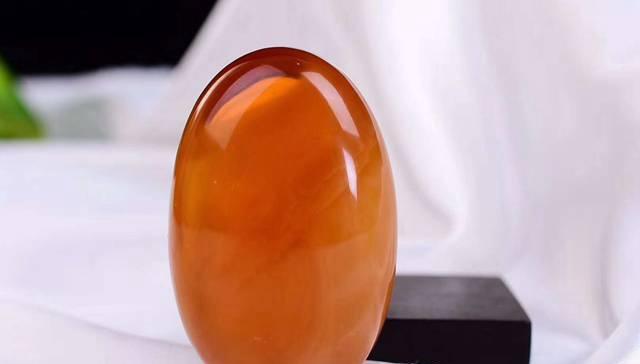 鸡油红蜜蜡为何如此受欢迎,鸡油红蜜蜡多少钱一克合理