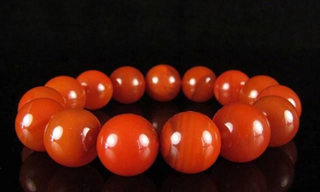 你知道樱桃红南红吗?为什么说樱桃红南红是南红中的贵族?