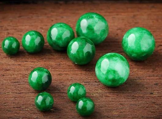 满绿色的翡翠竟然这么便宜