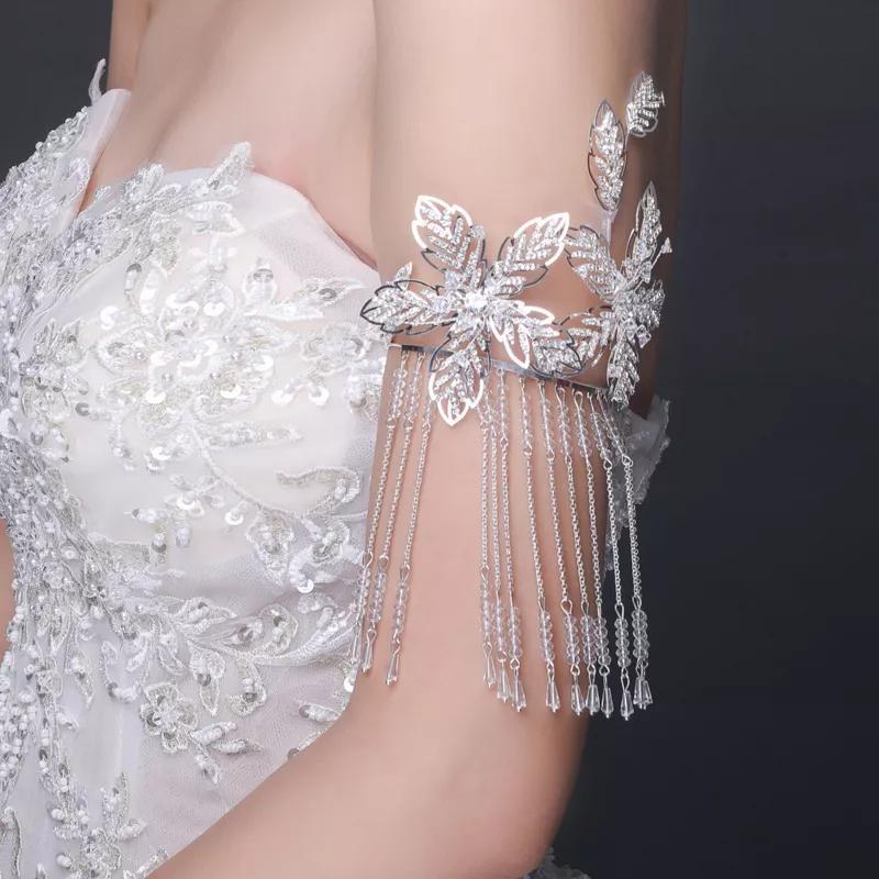 女性时尚简约首饰-首饰这样戴 修饰短脖子遮挡肉手臂!