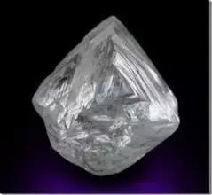 如何区分钻石及其仿制品【分辨钻石和仿制品】