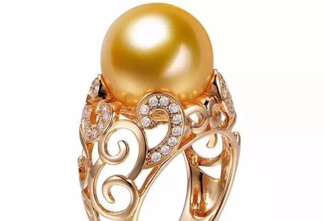 镶嵌珠宝类的首饰