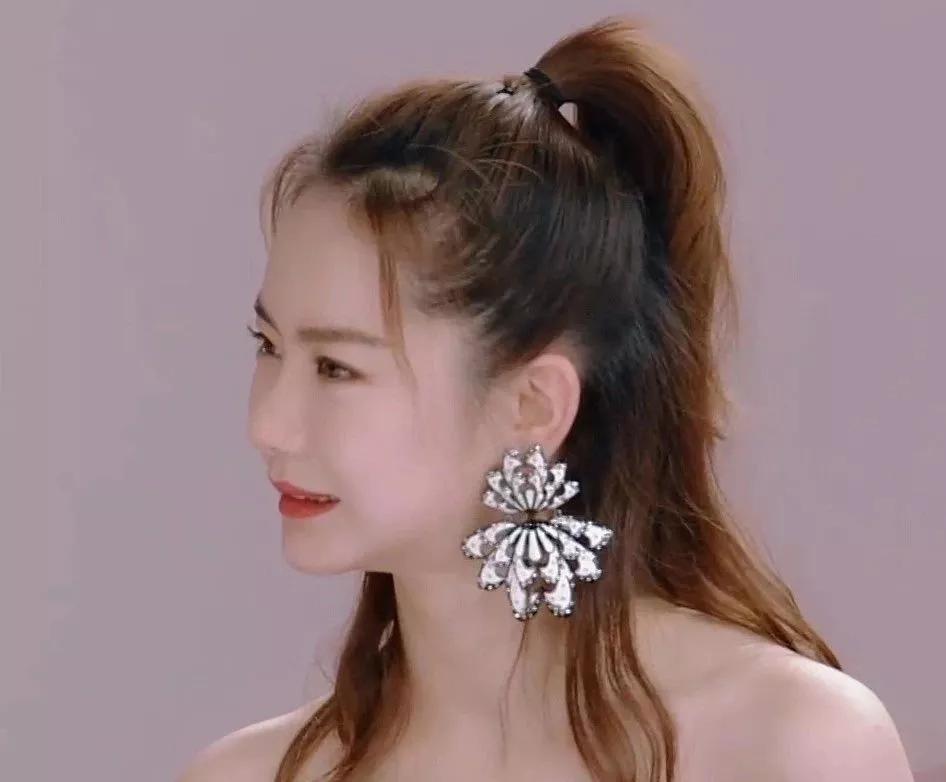 为什么有的人戴大耳环?大耳环适合什么脸型
