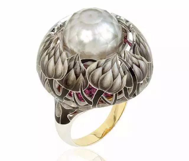 刻面珍珠会使用珠层较厚的品种