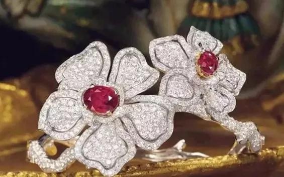 缅甸鸽血红宝石-章子怡她手上的超大红宝石