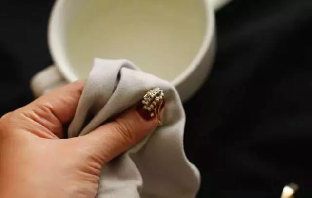 珠宝首饰脏了怎么清洗?珠宝首饰清洗保养