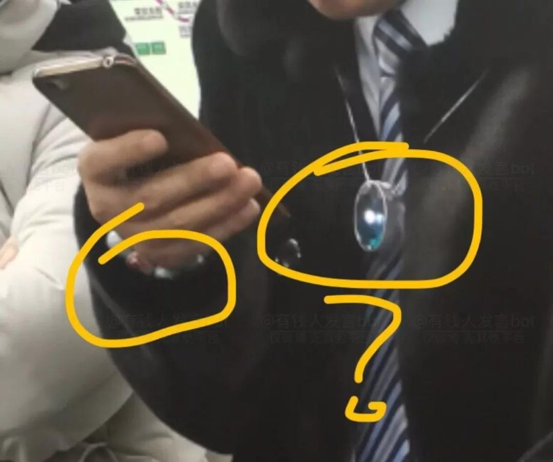土豪朱一旦坐地铁,朴实无华的有钱人怎么戴珠宝?