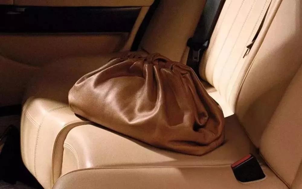 如何为自己挑选合适的包包?包包颜色大忌