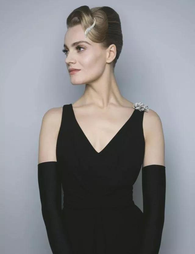 胸针的戴法图片大全-女士胸针戴法图片