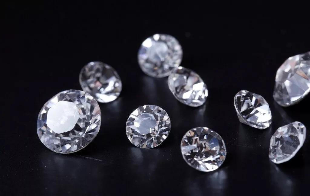 施华洛世奇也要卖合成彩钻了!