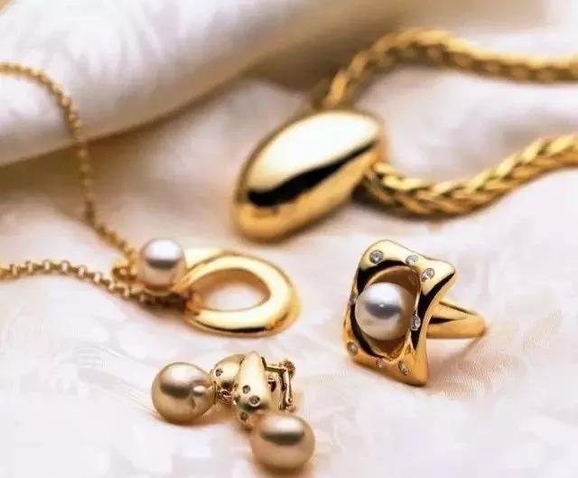 """黄金、铂金钻戒戴久了,不如以前亮?一招让它再""""闪""""起来!"""