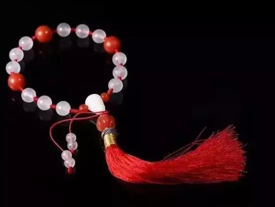 穿红戴红,一世不穷!但你知道,南红佩戴也是有禁忌的吗?