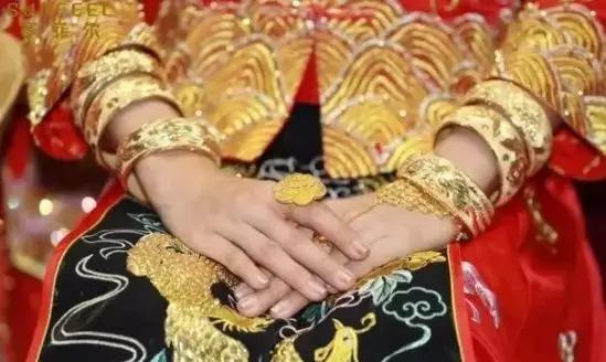为什么女性要佩戴手镯?这是我听过最好的答案