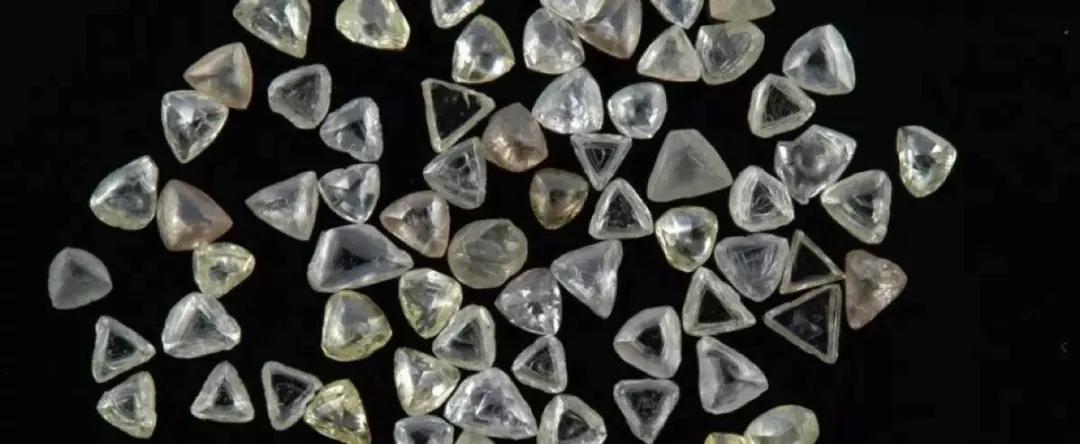 完了!钻石要暴跌?1克拉都成白菜价,难怪大牌们都慌了……