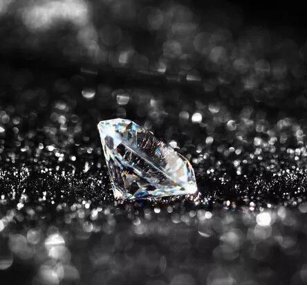 """""""我想用合成钻石来求婚,可以吗?"""""""