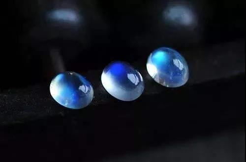 宝石内部有个仙境,只是一般人见不到它