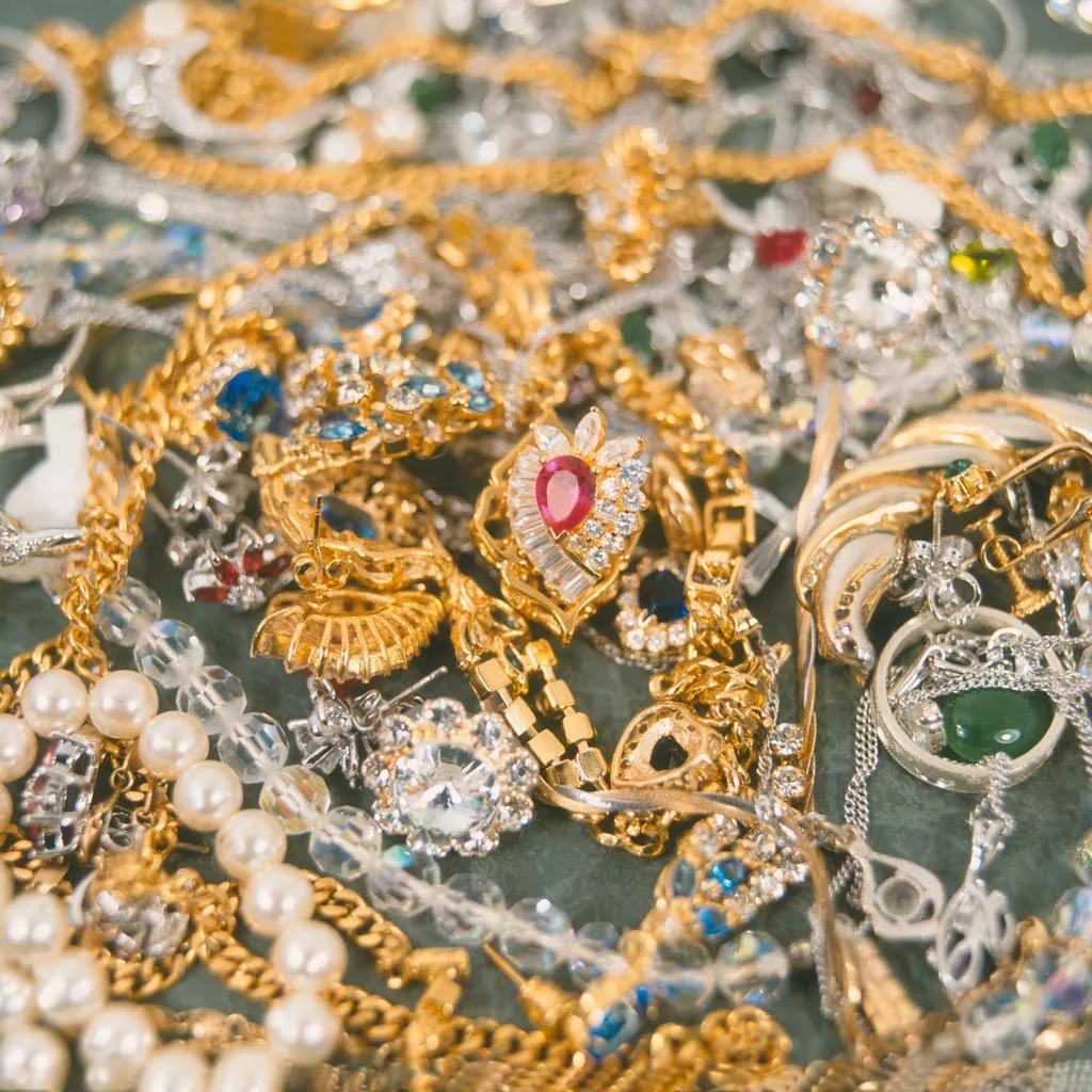 一万元买什么珠宝首饰好?钻石、黄金还是宝石?