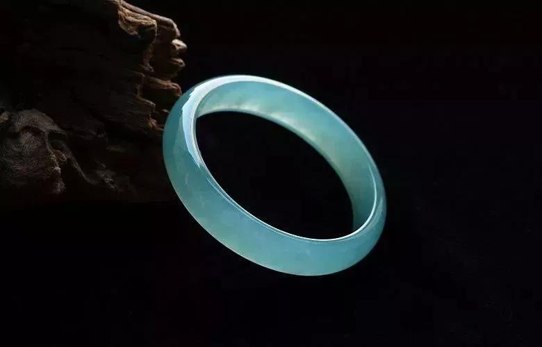 """这种翡翠堪称""""蓝色妖姬"""",未来10年比北京房子还值钱!"""