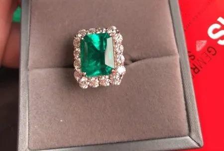 """代售珠宝 钱货两空!价值83.5万的祖母绿戒指被""""熟人""""骗走后......"""