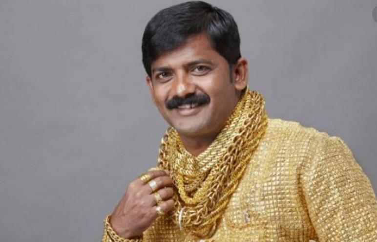 那些戴大金链子都是什么人?