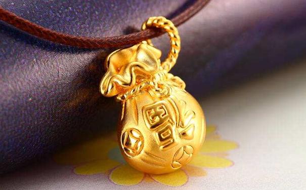 如何辨别黄金首饰品牌?