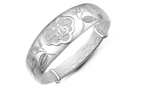 买了银饰却不会保养?这些小技巧让你的首饰光洁如新!