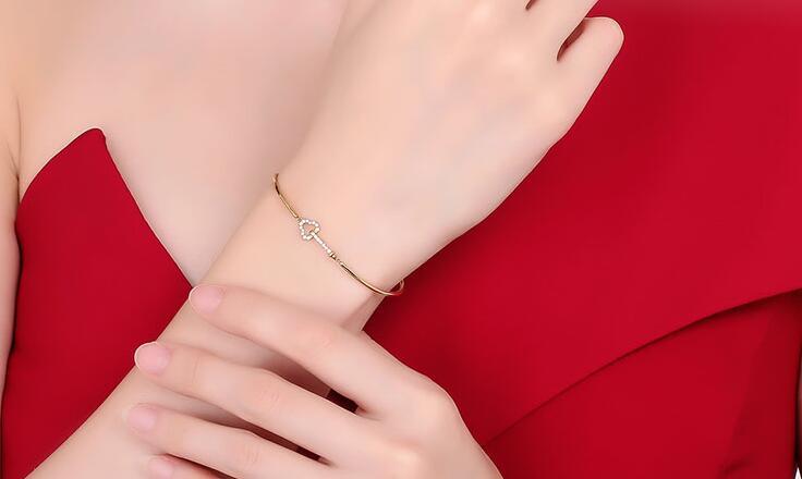 购买钻石有哪些技巧,钻石手镯选购指南是怎样的?
