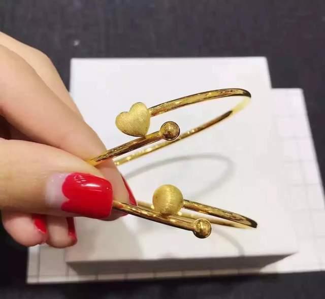 3D硬金是怎么做出来的?3D硬金产品上为什么会有个孔?是破损么?