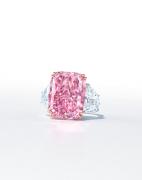拍卖史上最硕大的艳彩紫粉红钻石