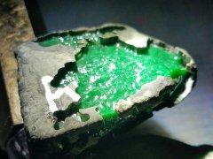 帝王绿翡翠原石有哪些特点 它的价格这么贵是有