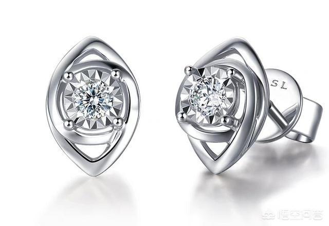 影响钻石耳钉报价的因素【钻石耳钉挑选指导】