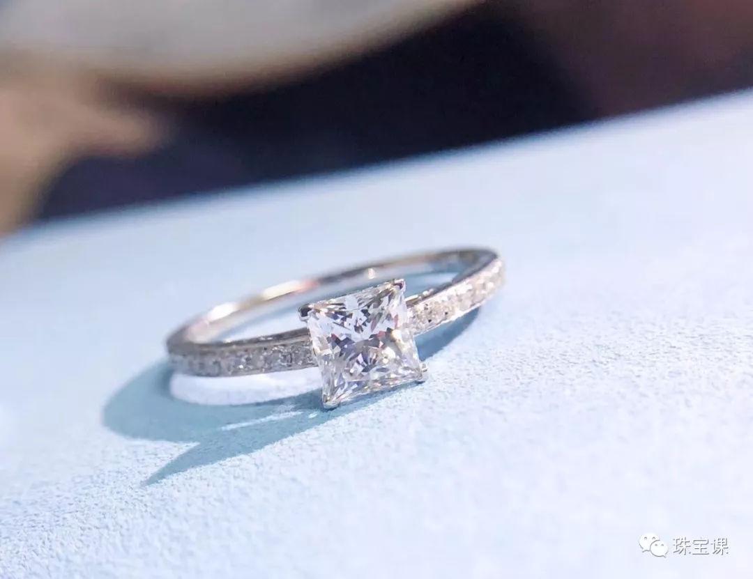 翡翠戒指镶嵌款式 怎样选择戒指